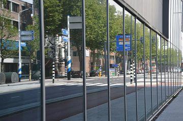 Weerspiegelt straatbeeld Rotterdam van Marieke van der Hoek-Vijfvinkel