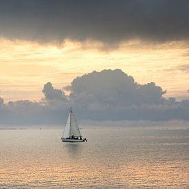 Zeilboot op zee van Claire Droppert