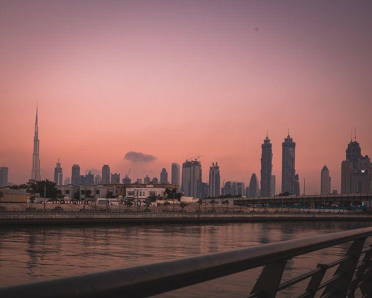 Zonsondergang Dubai van michael regeer
