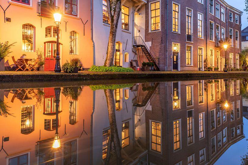 Avond Oudegracht en Twijnstraat aan de Werf Utrecht van André Russcher