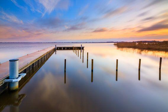 Een mooie kleurrijke zonsopkomst over het Zuidlaardermeer in Drenthe