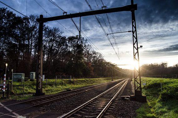 Lage zon bij het spoor
