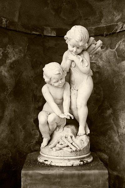Sculpture 'Angels' van Greetje van Son
