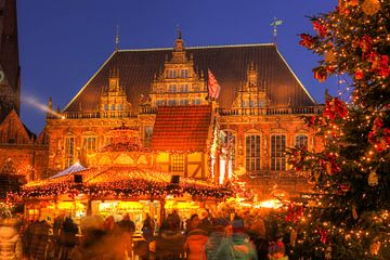 Altes Rathaus und Weihnachtsmarkt am Marktplatz bei Abendd�mmerung, Bremen, Deutschland von Torsten Krüger