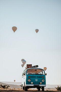 Volkswagen busje met luchtballonnen in Turkije van Milene van Arendonk