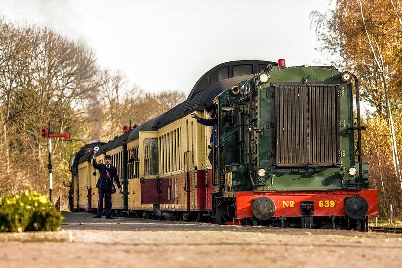 Vertrek Dieseltrein van ZLSM uit Simpelveld van John Kreukniet