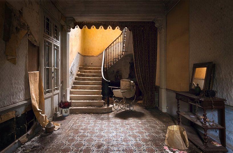 Verlaten Trap in Huis. van Roman Robroek