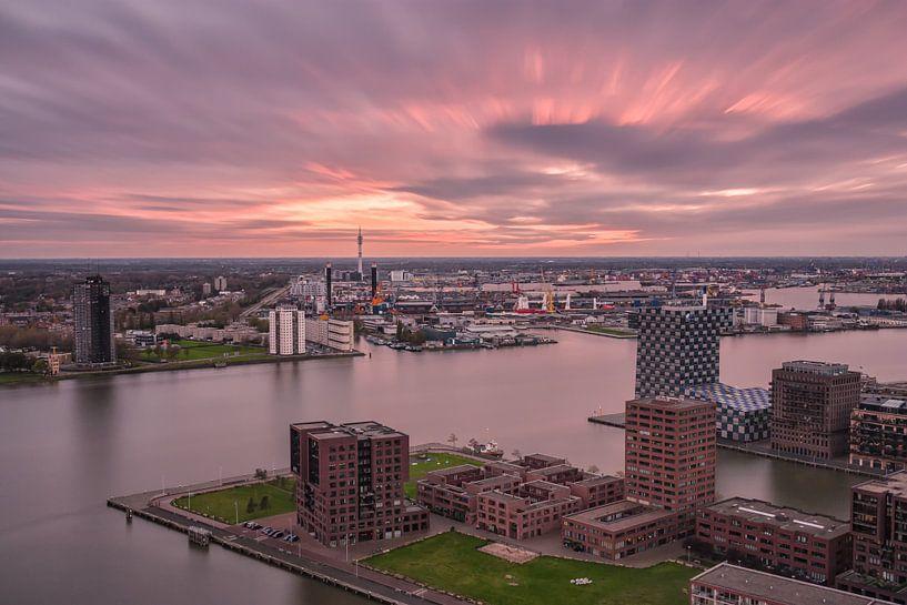 Rotterdam on fire van Ilya Korzelius