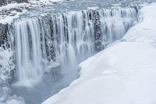 Frozen waterfall Dettífoss  van Andreas Jansen
