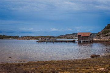 houten pier aan de zweedse kust von Compuinfoto .