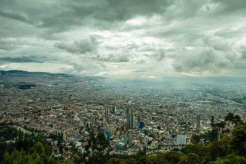 Monserrate cityview of Bogota Colombia van Thijs van Laarhoven