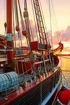 Zeilschip in de haven van Wismar van Die Farbenfluesterin