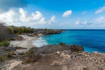 Rotsenstrand in Curacao van Joke Van Eeghem