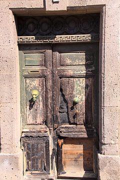 Verwitterte alte Holztür von Bobsphotography