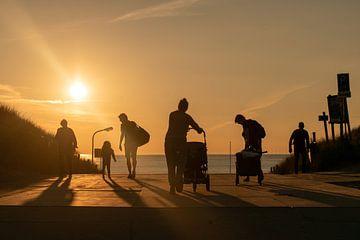 silhouetten in de late zon van Aldo Sanso