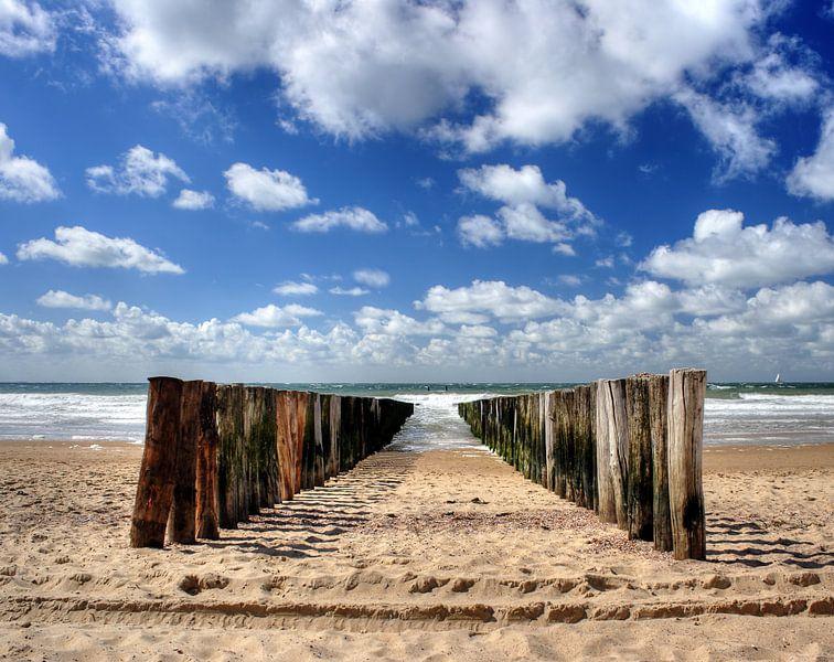 Golfbreker op het strand van Zoutelande van MSP Canvas