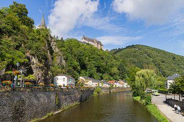 Schloss Vianden und die Our von Francois Debets