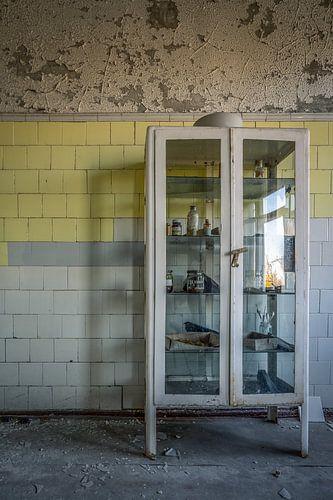Apotherkast in verlaten hospitaal МСЧ-126 te Pripjat