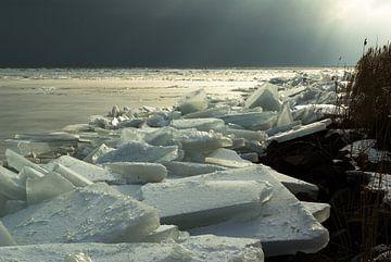 Kruiend ijs bij Marken van Hans Wijnveen