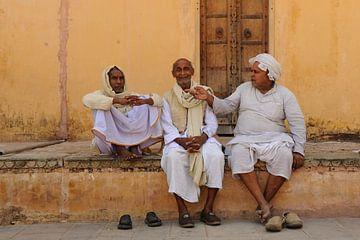 Männer in Indien, in Jaipur, beim Ajmer Fort sur Gonnie van de Schans