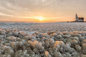 Kruiend ijs bij het Paard van Marken van