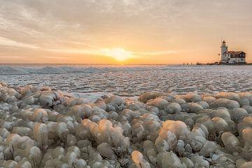 Kruiend ijs bij het Paard van Marken von Dennisart Fotografie
