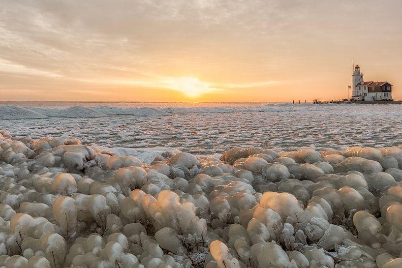 Kruiend ijs bij het Paard van Marken van Dennisart Fotografie
