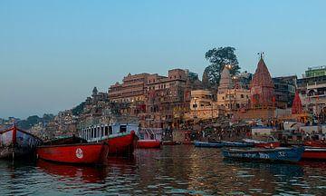 Varanasi: Varanasi vanaf de Ganges van Maarten Verhees
