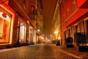 Beneden Bachgasse Regensburg 's nachts van Roith Fotografie