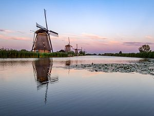Kinderdijk na zonsondergang van Vivianne Molenaar-Seinen