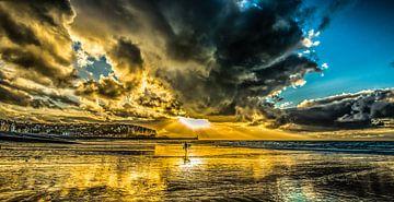 Surfer op Normandisch strand van