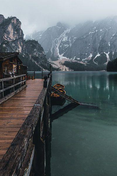 Lake in the Dolomites van michael regeer