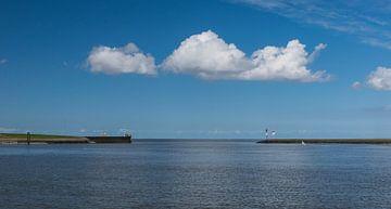 Haven Laauwersoog met wolk