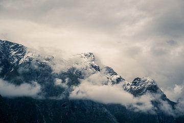 Besneeuwde bergtoppen van Arjen Roos
