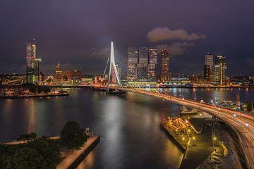 Stimmungsvolle Nacht in Rotterdam. von Marcel van Balkom
