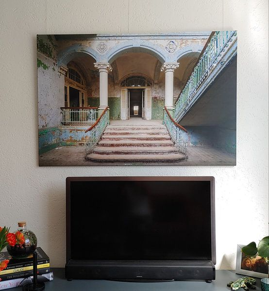 Klantfoto: De vervallen ingang van Beelitz (gezien bij vtwonen) van Truus Nijland, op canvas
