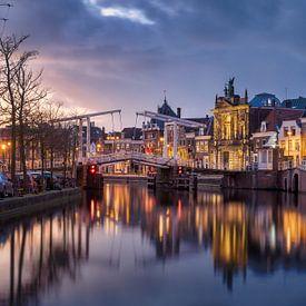 Oude witte brug 386 Haarlem tijdens twighlight van Ruud van der Aalst