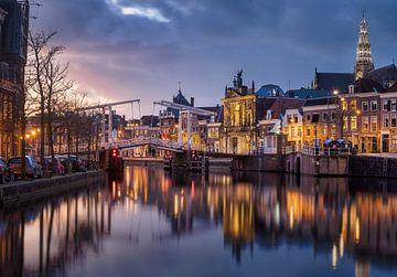 Alte weiße Brücke 386 Haarlem während des Zwielichts von Ruud van der Aalst
