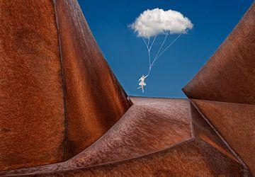 Balletdanseres aan wolkje van Marcel van Balken