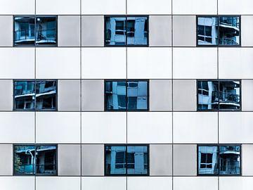 Réflexion | réflexion dans les fenêtres sur Marianne Twijnstra-Gerrits