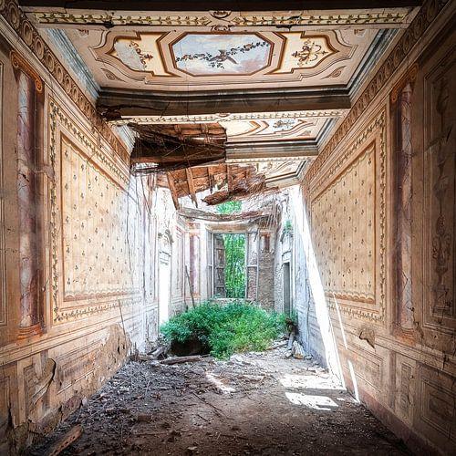 Villa abandonnée en grave délabrement.