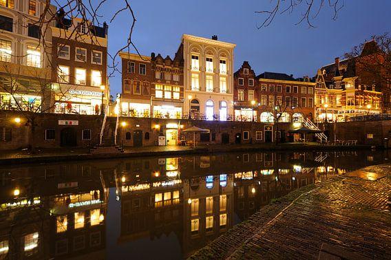Oudegracht in Utrecht tussen de Bakkerbrug en de Jansbrug (2) van Donker Utrecht