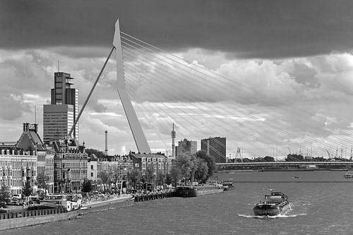 Erasmusbrug zwart wit te Rotterdam