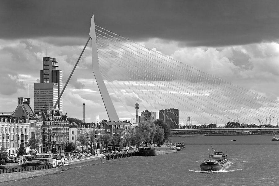 Erasmusbrug zwart wit te Rotterdam van Anton de Zeeuw
