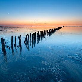 Kalme zonsondergang aan de Waddenzee van Ron ter Burg
