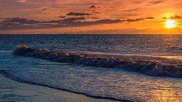 Wellen am Strand in Noordwijk von Richard Steenvoorden