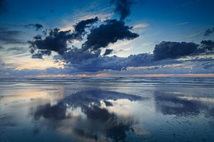 wolken aan de Noordzee van