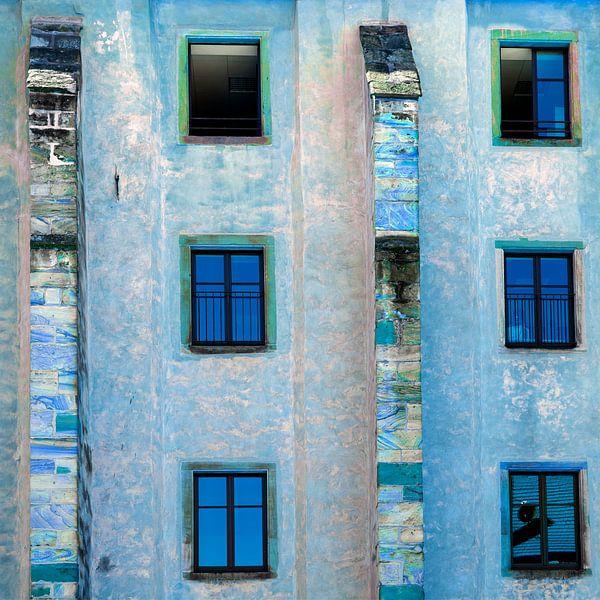 Version bleue d'un bel immeuble à Wissembourg sur Hanneke Luit