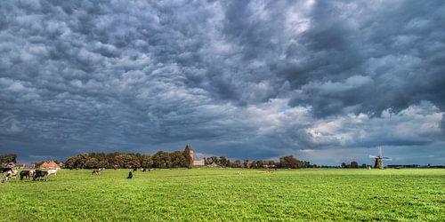 Herfstlucht boven het Friese dorpje Wanswerd van Harrie Muis