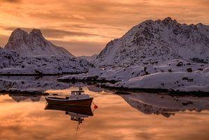 Boat in fjord van